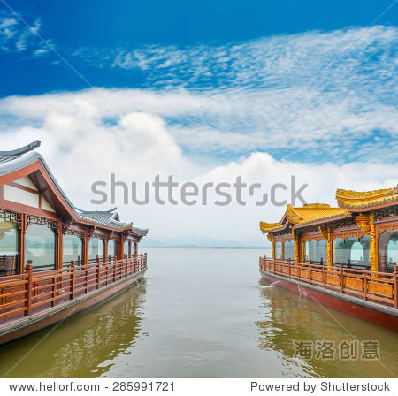 Traditional ship at the Xihu (West lake), Hangzhou, China