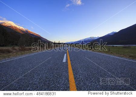 asphalt highway in aspiring national park south island new zealand