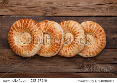 Round uzbek bread