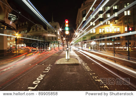 traffic lights in the center of London at night