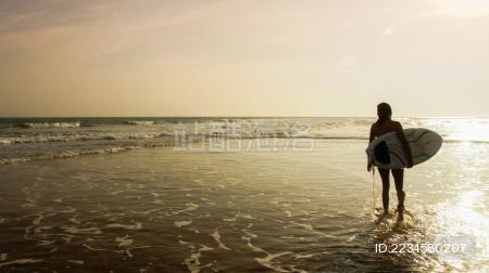 我们和一起去冲浪吧!