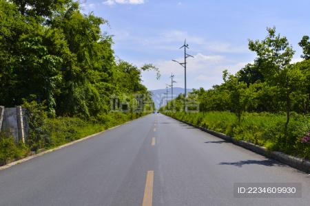 蓝天下的公路