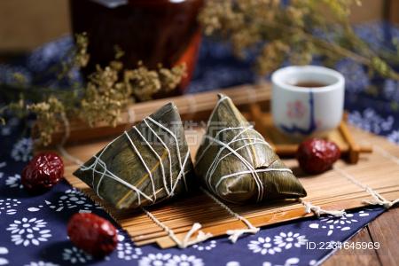 端午节粽子和雄黄酒