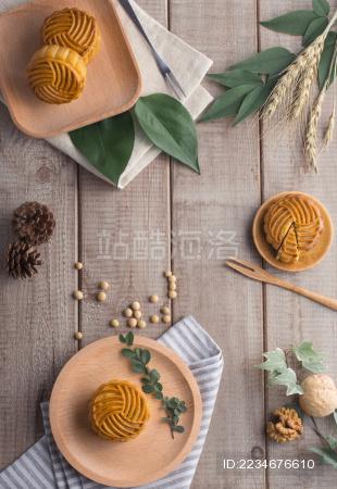中国中秋传统美食月饼摆拍