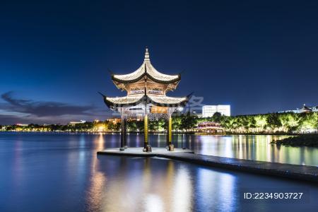 杭州西湖集贤亭夜景