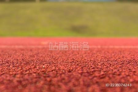 运动场里的塑胶跑道