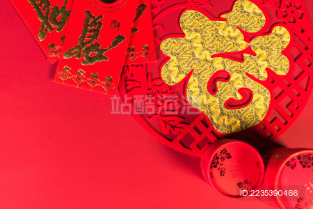 大红色新年摆件