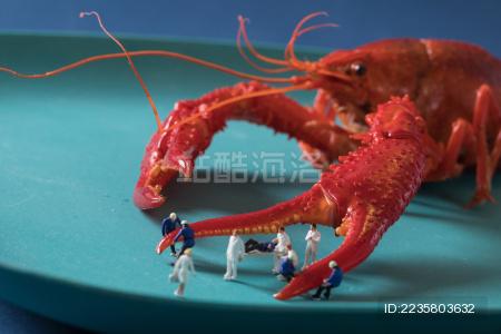 迷你小人和小龙虾  微拍小龙虾 缩微摄影小龙虾