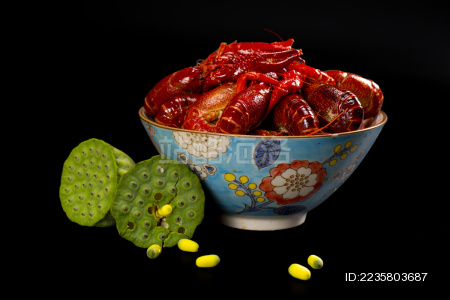 小龙虾 莲蓬 中国瓷碗