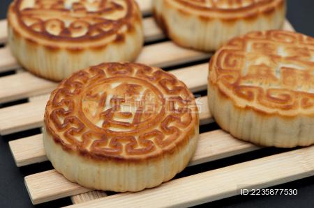 中秋佳节吃月饼