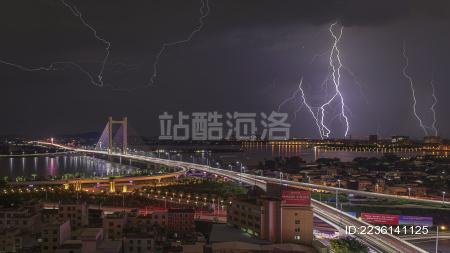 潮州大桥雷电夜景