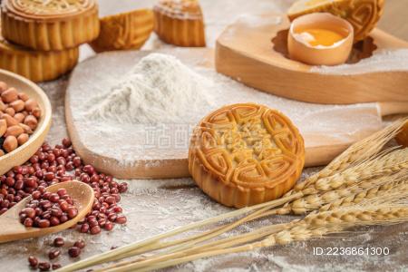 中秋节传统小吃月饼与制作原材料