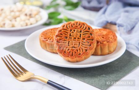 传统广式蛋黄月饼
