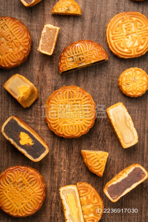 切开的 中国中秋节传统美食——月饼