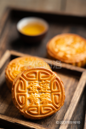 中国的中秋节传统美食糕点——月饼