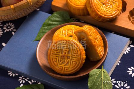 传统中秋豆沙月饼