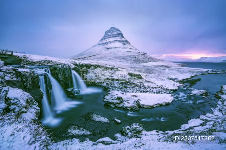 冰岛草帽山雪景