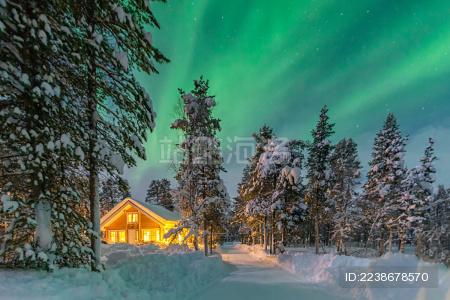 挪威小镇偶遇极光