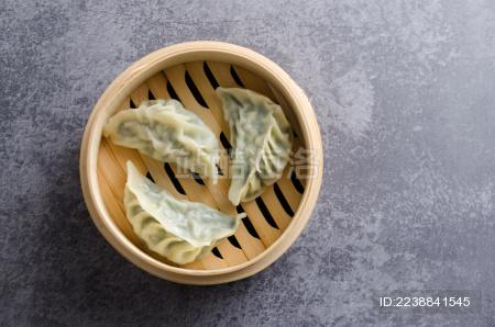 蒸笼里的美味点心韭菜饺子